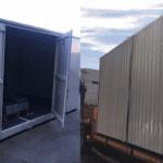 Almacén Transitable (Bungalow) con estanterías y rampa de acceso